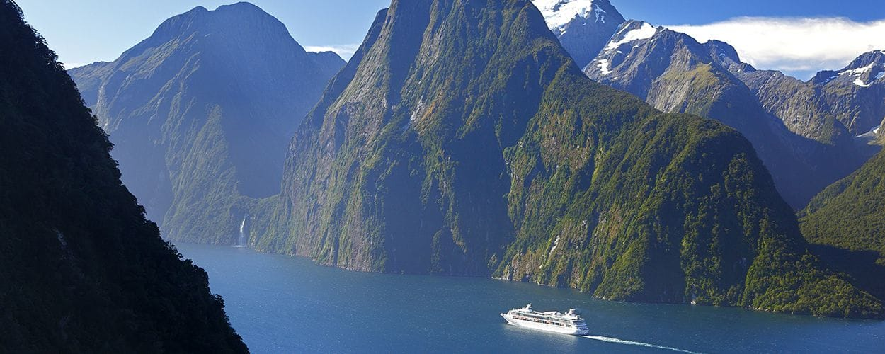 Milford-Sound-Fiordland-Rob-Suisted-Cruise